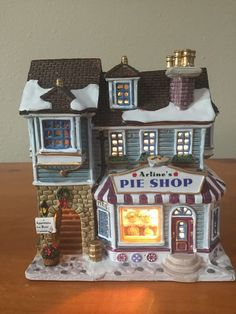 """Lemax Christmas Village """"Arline's Pie Shop"""" 2002 #25659A"""