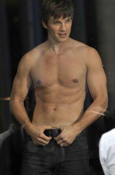 Shirtless Matt Lanter featured in the new season of 90210 Matt Lanter, 90210 Actors, Teen Movies, Jolie Photo, Attractive People, Actor Model, Hot Boys, Mannequin, Cute Guys