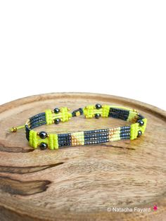 Woven micro macrame and miyuki delica bracelet. Graphic patterns, arrow and chevrons. Neon yellow and charcoal grey colors. © Natacha Fayard