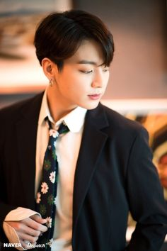 Jungkook (BTS) - The definition of perfection Dispatch has accompanied BTS to one of the most prestigious music awards ceremonies in US and captures memorable moments of the 7 boys. Jung Kook, Foto Bts, Bts Photo, Busan, Bts Jungkook, Taehyung, Jikook, Seokjin, Hoseok