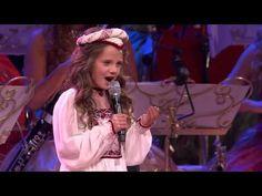 Она вышла на сцену и начала петь, в зале плакали - YouTube