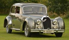 1946 Talbot Lago-Record T26 4.5 litre saloon. ✏✏✏✏✏✏✏✏✏✏✏✏✏✏✏✏ AUTRES VEHICULES - OTHER VEHICLES ☞ https://fr.pinterest.com/barbierjeanf/pin-index-voitures-v%C3%A9hicules/ ══════════════════════ BIJOUX ☞ https://www.facebook.com/media/set/?set=a.1351591571533839&type=1&l=bb0129771f ✏✏✏✏✏✏✏✏✏✏✏✏✏✏✏✏