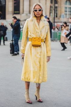 Street Style at the Paris Fashion Week Fall Winter Fashion Week Paris, Fashion Weeks, Fashion Tips, Fashion Trends, Fashion Outfits, Womens Fashion Online, Latest Fashion For Women, Fashion Women, High Fashion
