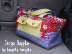 Tangible Pursuits: Cargo Duffle using Essex Yarn-Dyed Linen and Noodlehead's pattern, available free from robertkaufman.com