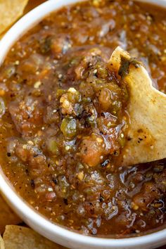 Chipotle Tomatillo Green Chili Salsa is smoky and spicy, with lemon and lime juice and fresh cilantro, you can make this copycat at home in 30 minutes! Chipotle Salsa Recipe, Canned Salsa Recipes, Chipotle Copycat Recipes, Mexican Salsa Recipes, Spicy Salsa, Roasted Salsa Recipe, Chipotle Menu, Green Chili Recipes, Chipotle Chili