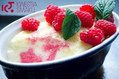 Vanilla semifreddo with raspberry mousse Raspberry Mousse, Frozen Cake, Sweet Desserts, Custard, Fruit Salad, Cooking Recipes, Sweets, Food, Minute