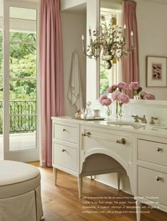 suzanne-kasler-milieu-la-dolce-vita-bathroom-vanity