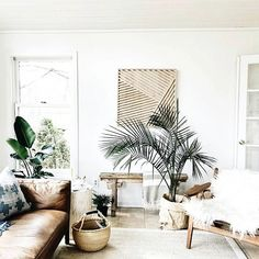 We love spaces that are people friendly and this room via @ruffledsnob has us wanting to lounge around and never leave. :) #HHinteriorsinspo