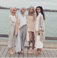 Pastel Hijab Outfit Ideas For This Fall –Muslim hijab fashion trends and full of color more and more popular. Unfortunately, not all women love colorful concept and choose dressed in soft colors Hijab Fashion 2016, Arab Fashion, Islamic Fashion, Muslim Fashion, Modest Fashion, Fashion Wear, Dubai Fashion, Fashion Muslimah, Egypt Fashion