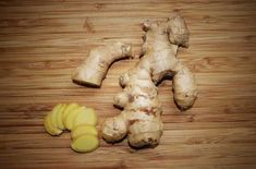 Top Health Benefits of Ginger Ginger is the natural medicinal herb and is top among the effective natural home remedies. Ginger is considered as virtual medi. Herbal Remedies, Health Remedies, Home Remedies, Natural Remedies, Stomach Remedies, Health And Wellness, Health Tips, Growing Ginger, Growing Herbs