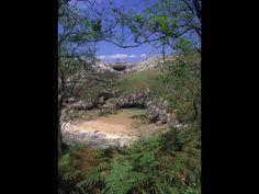 Playa de Cobijeru,en Llanes.Es increíblemente mágica.