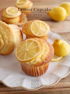 [동영상] 식욕자극, 상큼한 레몬 컵케이크 만들기 ∽ : 네이버 블로그 Fruity Cupcakes, Cupcake Flavors, Lemon Cupcakes, Cupcake Cakes, Asian Desserts, Sweet Desserts, Baking Recipes, Cookie Recipes, Japanese Pastries