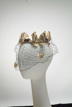 Bes-Ben 'Butterfly' hat | United States, 1940-1949 | Materials: straw, cotton embroidered with silk floss, plastic, beaded plastic trim, silk | Indianapolis Museum of Art