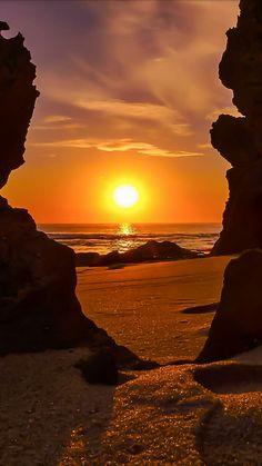 romantic and charming nature photographs! Amazing Sunsets, Amazing Nature, Sunset Photography, Landscape Photography, Nature Pictures, Cool Pictures, Most Beautiful Beaches, Beautiful Sunrise, Sunset Photos