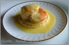 Entrée: st Jacques sauce safran et curry Fall Dessert Recipes, Fall Recipes, My Recipes, Favorite Recipes, Tapas, Romantic Dinner Recipes, Salty Foods, Scallop Recipes, Foie Gras