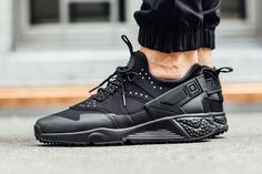 - shoes for men - chaussures pour homme - Sneakers Mode, Best Sneakers, Sneakers Fashion, All Black Sneakers, Fashion Shoes, Shoes Sneakers, Nike Air Huarache, Reebok, Adidas