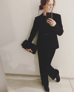 "0 tykkäystä, 1 kommenttia - @hippislove Instagramissa: ""black velvet suit, man pants with womanly jacket, black ""pearls"" the shape my granny loved to wear,…"" Black Velvet Suit, Granny Love, Man Pants, Black Pearls, Normcore, Shape, Suits, How To Wear, Jackets"
