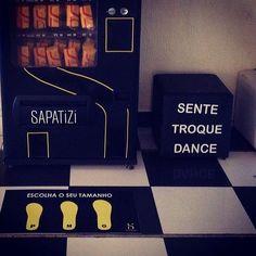 Dica: A máquina de sapatilhas @sapatizi faz o maior sucesso entre as moças do casório!!! É só chegar pegar seu modelo e dançar a noite toda.  Fala com eles pra saber mais. O preço e a qualidade são incríveis! . Pede seu orçamento!  A qualidade e o preço vão te surpreender.  @sapatizi . Contato  contato@sapatizi.com.br no site www.sapatizi.com.br ou no instagram @sapatizi . #sapatizi #keepdancin #cerimonial #debutante #casamento #corporativo #festa #evento #presente #brindedecasamento #luxo…