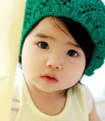 Love the hat..and that beautiful baby!: