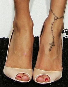 I want this. So cute! So far one of the cutest foot tattoos. My cousin has the exact same one...it's so much better than having a dead bird on your foot. Like as a lady...who does that?!!!!!!!