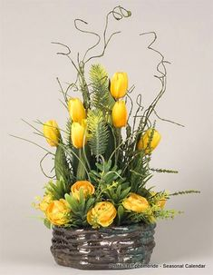 1 million+ Stunning Free Images to Use Anywhere Basket Flower Arrangements, Beautiful Flower Arrangements, Floral Arrangements, Deco Floral, Arte Floral, Easter Flowers, Spring Flowers, Ikebana, Flower Boxes