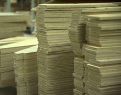 TEHDÄÄN HYVIN | HANDMADE QUALITY Työvaihe: Sohvarungon osien valmistus | Craft: Framework components Tuotantolinja: Sohvat | Production line: Sofas  #pohjanmaan #pohjanmaankaluste #käsintehty
