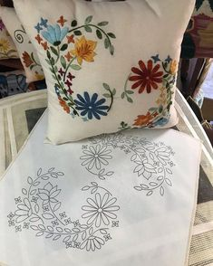 Cushion Embroidery, Border Embroidery Designs, Floral Embroidery Patterns, Embroidery Flowers Pattern, Ribbon Embroidery, Embroidery Art, Embroidery Stitches, Hand Embroidery Videos, Sewing Art
