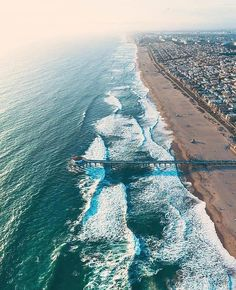 Manhattan Beach California. Double TAP  if you love this. - Follow our IG @eupterrae  for more Great Travel & Nature photos ================================== TAG #eupterrae for a shoutout