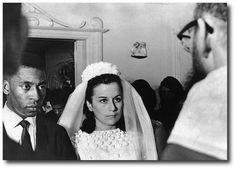Foi no carnaval de 1966 que o maior jogador de futebol de todos os tempos casou-se pela primeira vez. Ele tinha 25 anos e a noiva, Rosemary Cholby, 21. A foto acima mostra o casal no momento da cerimônia religiosa realizada apenas para 58 convidados na casa do jogador, em Santos.