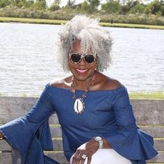 Maison 276 Luxurious skin and hair care products. Silver Grey Hair, White Hair, Gray Hair, Beautiful Old Woman, Beautiful Black Women, Silver Haired Beauties, Curly Hair Styles, Natural Hair Styles, Grey Hair Don't Care