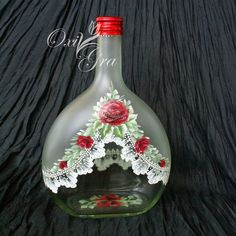 OxiGra: In burgundy color Liquor Bottle Crafts, Wine Bottle Art, Painted Wine Bottles, Hand Painted Wine Glasses, Diy Bottle, Bottles And Jars, Crafts With Glass Jars, Jar Crafts, Lace Painting