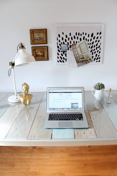 DIY Pallet and Sawhorse Desk: Tutorial www.simplestylings.com