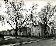 Tudor Gothic villas in Nichols Sq, 1950. (City of London, London Metropolitan Archives)
