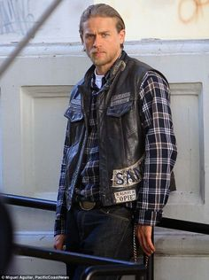 Charlie Hunnam films scenes for Sons Of Anarchy on new blue motorcycle