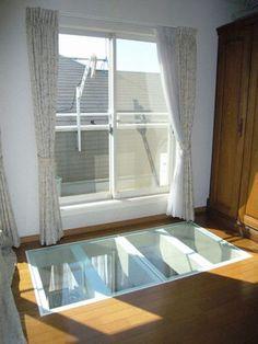 何?これ?どこ? 2Fの窓からの光をガラス床で1Fリビングへ。家を明るくするリフォーム|横浜市青葉区M様邸 Flooring, Skylight, Glass, Flats, House, Wood Flooring, Floor