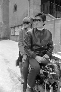 """Alain Delon et Marianne Faithfull sur une moto Norton pendant le tournage du film """"The Girl"""" - 1968 © Photo sous Copyright"""