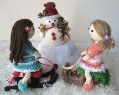 Snowball, Basket and Sledge for Amigurumi ~ Free Pattern here: http://amilovesgurumi.files.wordpress.com/2013/12/engl-anleitung-fc3bcr-schneeball-kc3b6rbchen-schlitten.pdf Amigurumi Doll Free PDF Pattern Here: http://amilovesgurumi.files.wordpress.com/2013/12/engl-anleitung-fc3bcr-mailin-und-skyla.pdf