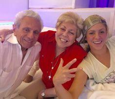 Shakira curte sua nova música com os pais