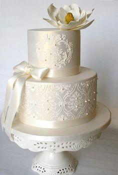 Simple Elegant Wedding Cakes - Wedding and Bridal Inspiration. Ivory Wedding Cake, Round Wedding Cakes, Wedding Cake Photos, Amazing Wedding Cakes, Elegant Wedding Cakes, Elegant Cakes, Wedding Cake Designs, Purple Wedding, Gold Wedding