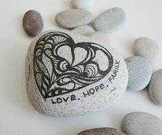 80 romantic valentine painted rocks ideas diy for girl (35)
