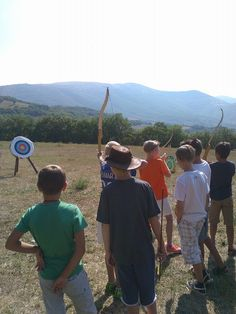 tiro con arco per i campi scuola