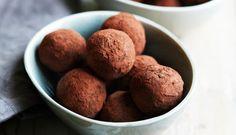 kaneltrøfler med dadel og kakao
