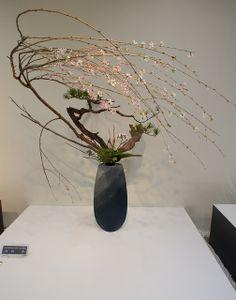 Ikenobo arrangement with wonderful blossoming flowers – flower craft decoration Ikebana Flower Arrangement, Ikebana Arrangements, Floral Arrangements, Garden Nook, Leaf Texture, Japanese Flowers, Ornamental Grasses, Plant Labels, Plants