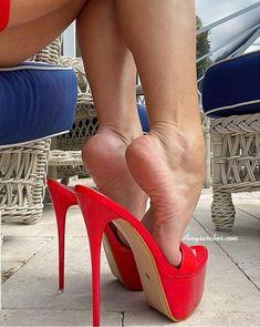 Sexy Legs And Heels, Hot High Heels, Womens High Heels, Sexy Stiefel, Beautiful High Heels, Sexy Toes, Killer Heels, Female Feet, Women's Feet