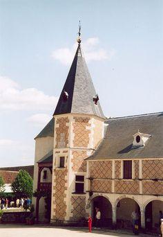 Chilleurs-aux-Bois - Château de Chamerolles — La galerie intérieure et l'escalier