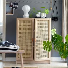 Trendy wicker cupboard made from a Billy bookcase from Ikea. - Ikea DIY - The best IKEA hacks all in one place Billy Regal Hack, Billy Ikea Hack, Ikea Billy Bookcase Hack, Billy Bookcase With Doors, Ikea Hack Bench, Kallax Shelf, Ikea Mosslanda, Ikea Deco, New Swedish Design