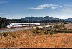 RailPictures.Net Photo: 001 Renfe 105 at Vilanova del Vallès, Spain by Didac Vazquez Herrera