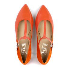 Orange flats, cute in the color of the moment!