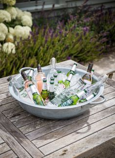 Our gorgeous galvanised steel table top planter makes a great ice bucket for your summer party or a wonderful garden table centrepiece filled with scented flowers perfect for al fresco dining. Galvanized Wash Tub, Galvanized Planters, Galvanized Sheet, Metal Planters, Garden Planters, August Wedding Colors, Back Garden Design, Rustic Shabby Chic, Steel Table