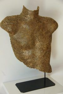 Cardboard sculptures made with recycling carboard Cardboard Sculpture, Cardboard Art, Sculpture Projects, Lovers Art, Animal Print Rug, Bronze, Deco, Gallery, Color
